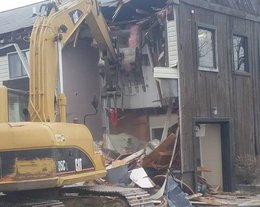 Old commercial building in Chesapeake Beach razed